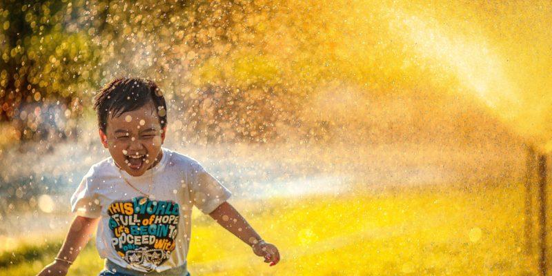 Hãy để trẻ con tự do vui chơi đúng cách